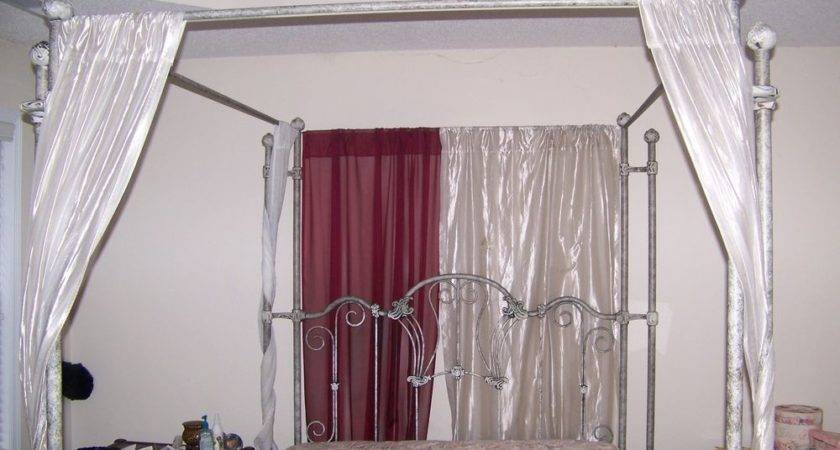Beautiful Vintage Stanton Queen Canopy Bed Gorgeous