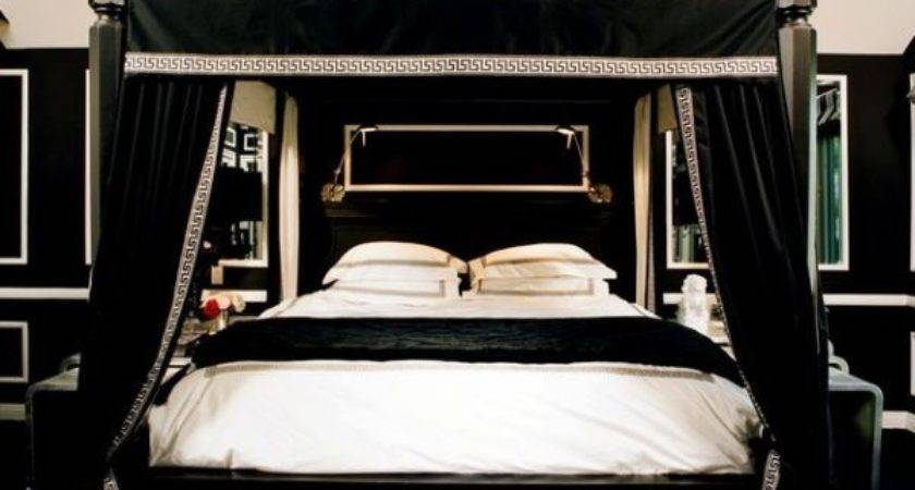 Decorate Your Bedroom Using Black Canopy Bed