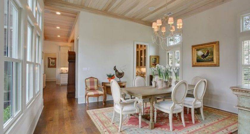 Stunning Dining Room Area Rug Ideas Makes Your Home